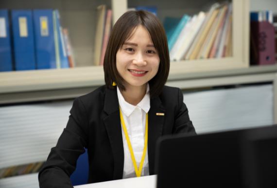 顔写真:ベトナムの大学を卒業後、日本へ笑顔を大切にがんばっています