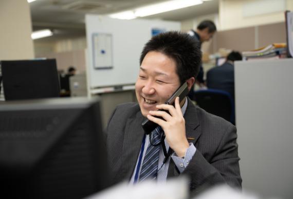 顔写真:お客様と開発スタッフの間に立ち課題解決を図っていくのも営業の仕事